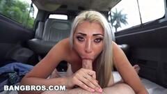Seductive babe Pepper Hart masturbating Thumb