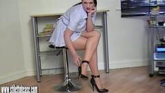 Nasty MILF fucks her pussy with baseball bat Thumb
